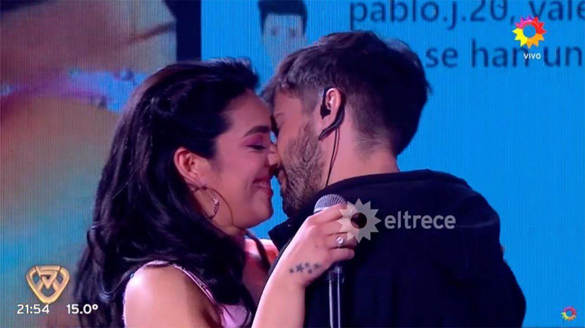 Ángela Leiva y Francisco Caivano a los besos en La Academia