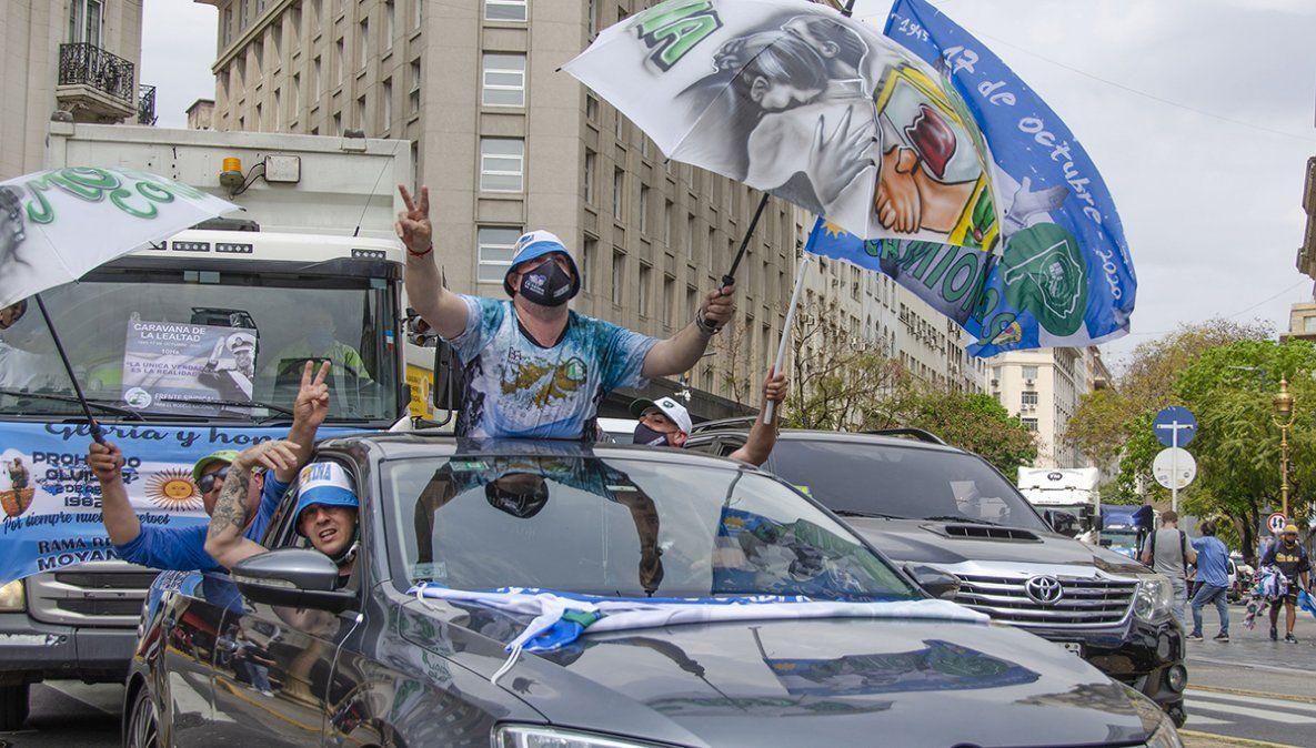 Miles de personas festejaron el día con una caravana de vehículos en la Plaza de Mayo