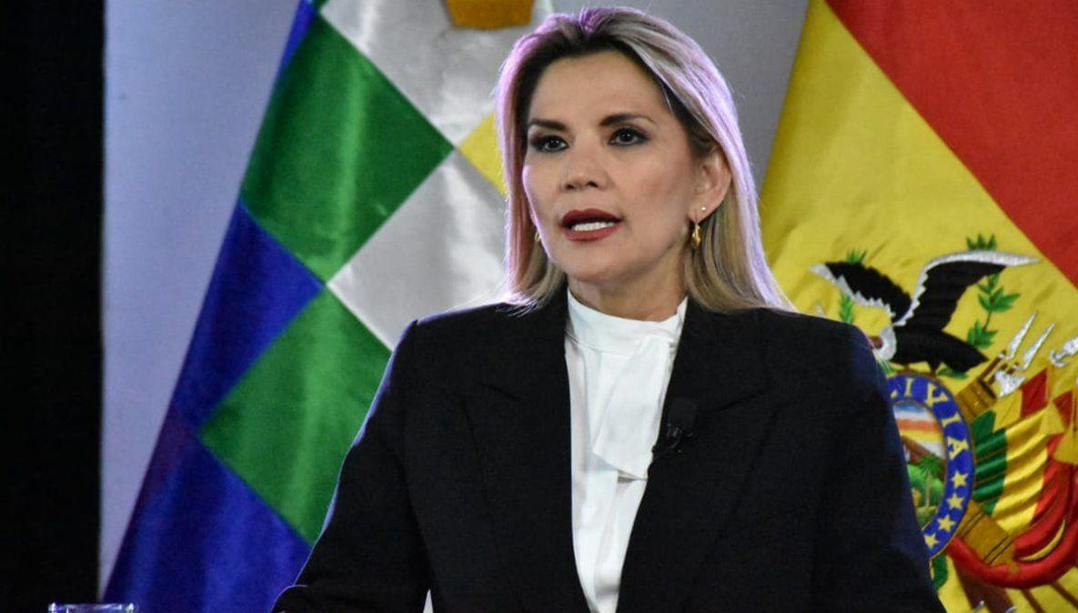 La presidenta Áñez felicitó al candidato de Evo Morales