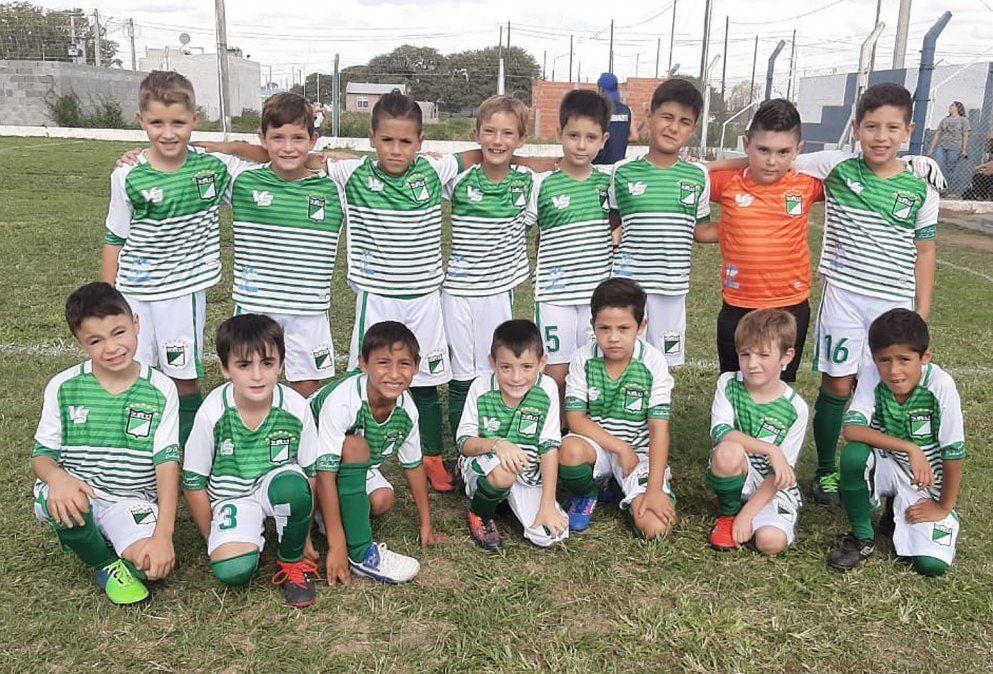 El elenco de clase 2013 de Rivadavia de Arroyo Cabral.