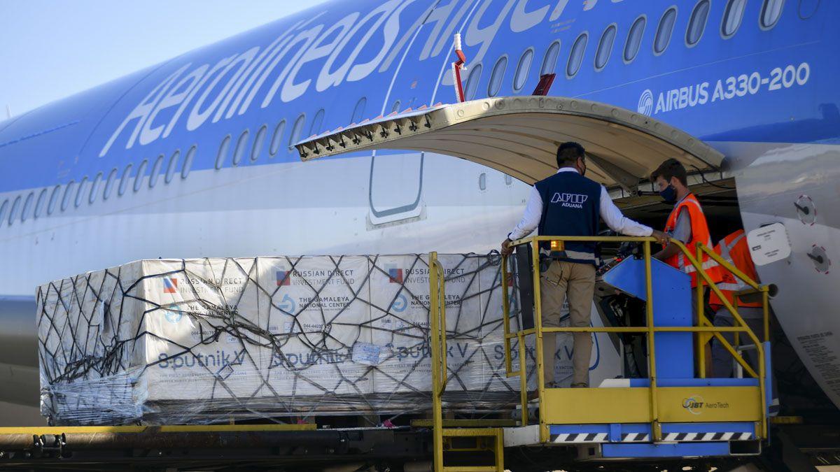 Este viernes regresará el 28° vuelo de Aerolíneas Argentinas con vacunas Sputnik V.