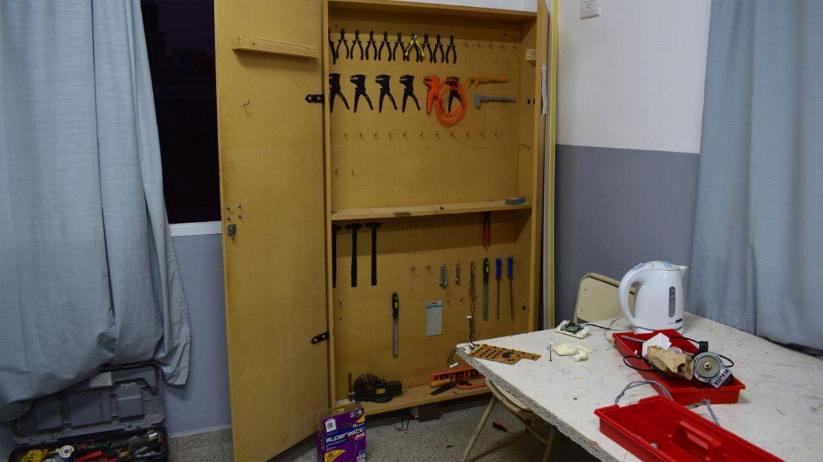 Los ladrones se llevaron herramientas e insumos de robótica.