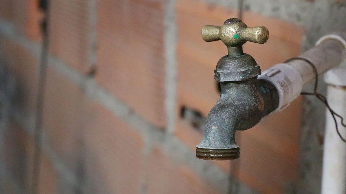 La disminución en la presión del agua podría producirse en la mañana del domingo.
