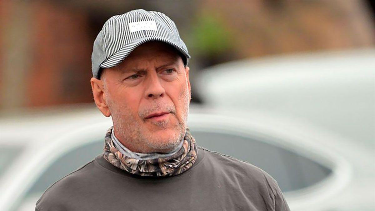 Echaron de una farmacia a Bruce Willis por negarse a usar tapaboca