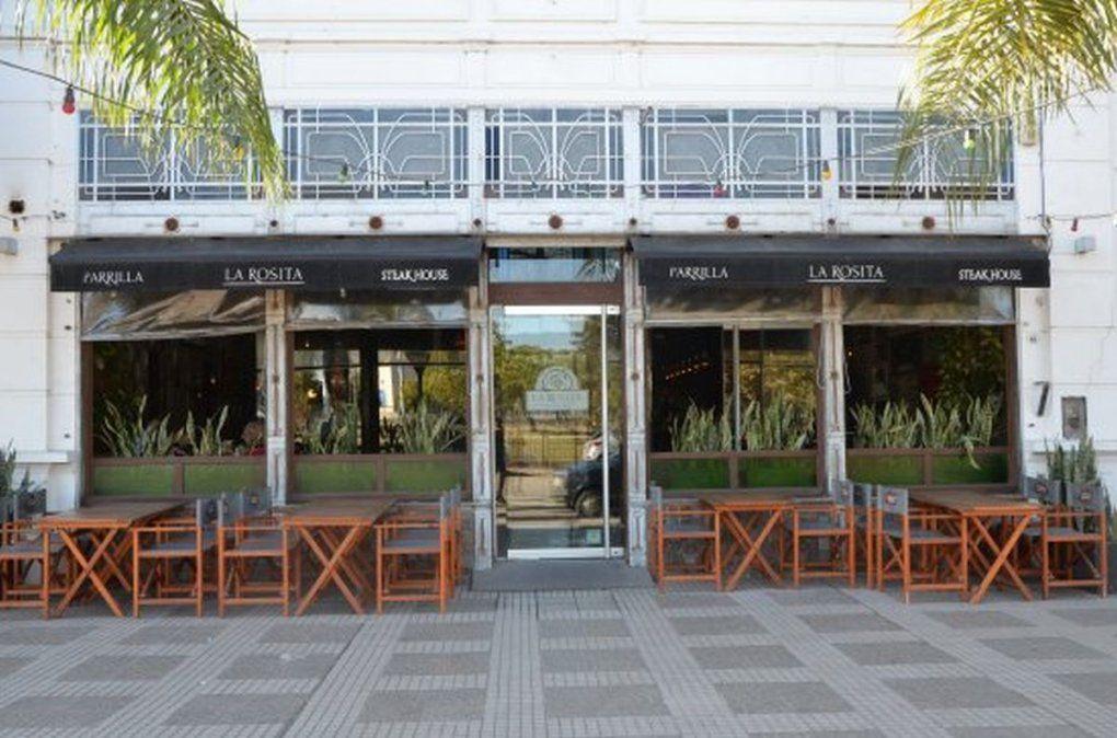 ¿Llega el momento de las mesas en la vereda y en la calle de los restaurantes? El proyecto está en marcha.