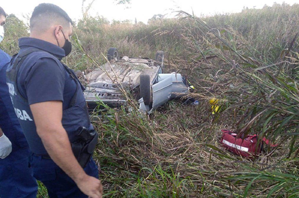 Automovilista volcó y quedó atrapado en la ruta provincial 2