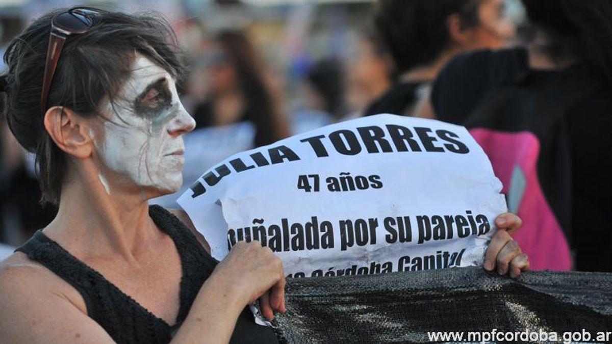 Los policías imputados debían brindar custodia a una mujer que terminó asesinada en Córdoba.