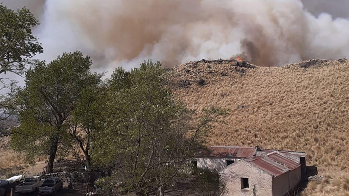El fuego pudo mantenerse alejado de las viviendas.