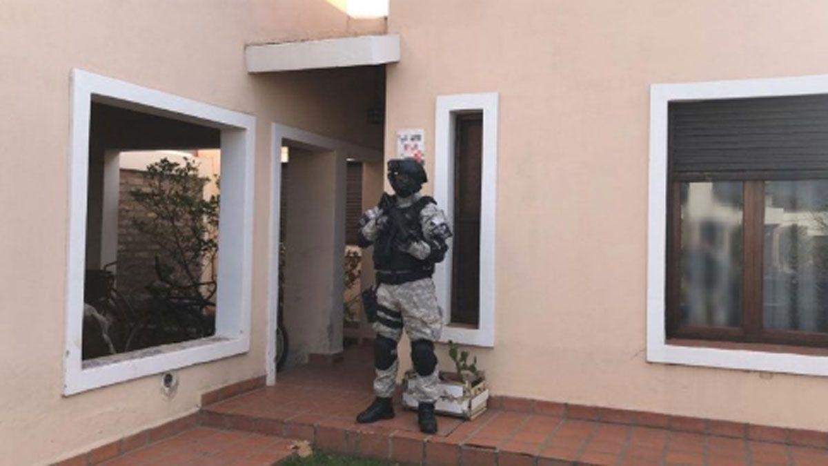 La FPA allanó dos viviendas e incautó droga y elementos relacionados con la comercialización de estupefacientes