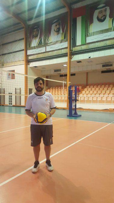 Cristian Ambrosini en el día de ayer luego de un entrenamiento. El entrenador tiene su primera experiencia en el exterior .