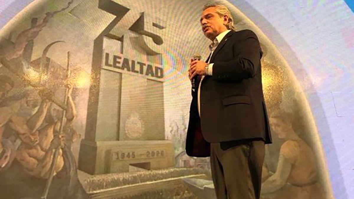 Fernández encabeza el acto del Día de la Lealtad