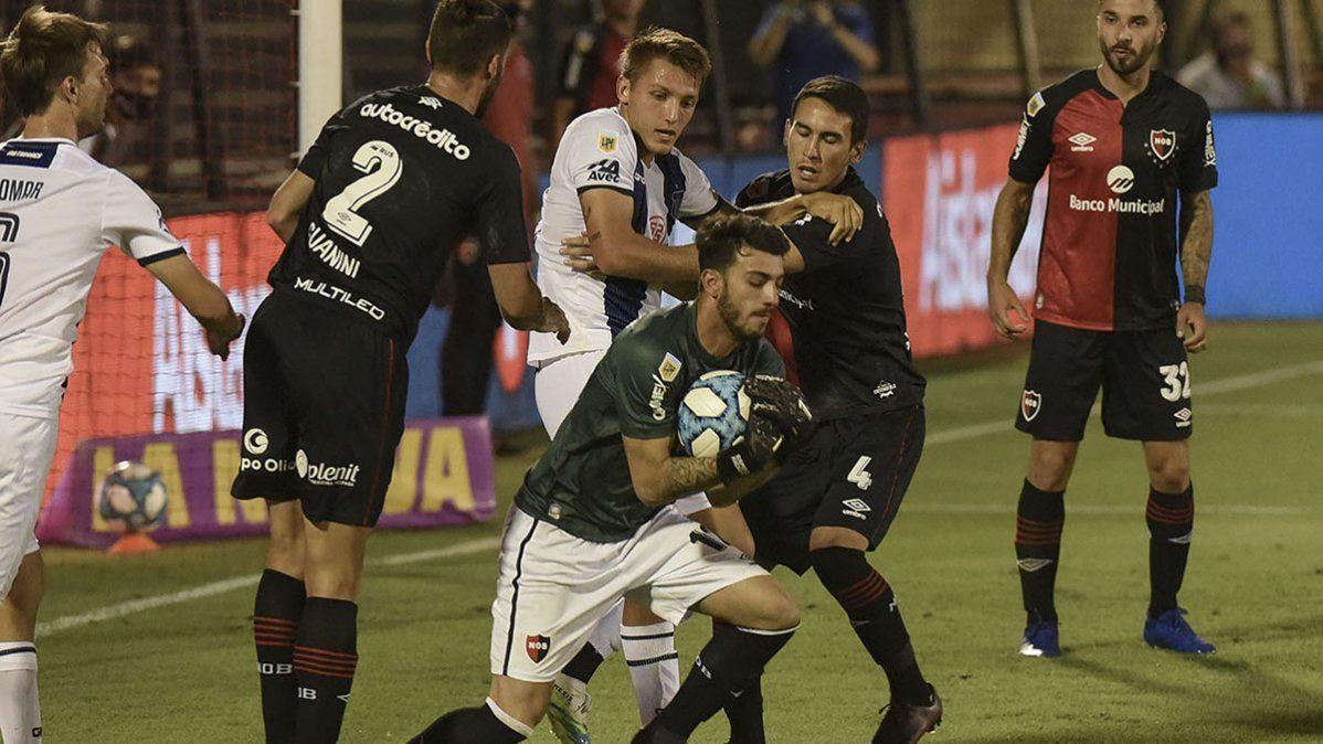 Con un jugador menos, Talleres salvó el invicto