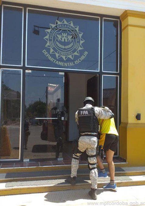 Detienen a dos narcomenudistas en Deán Funes