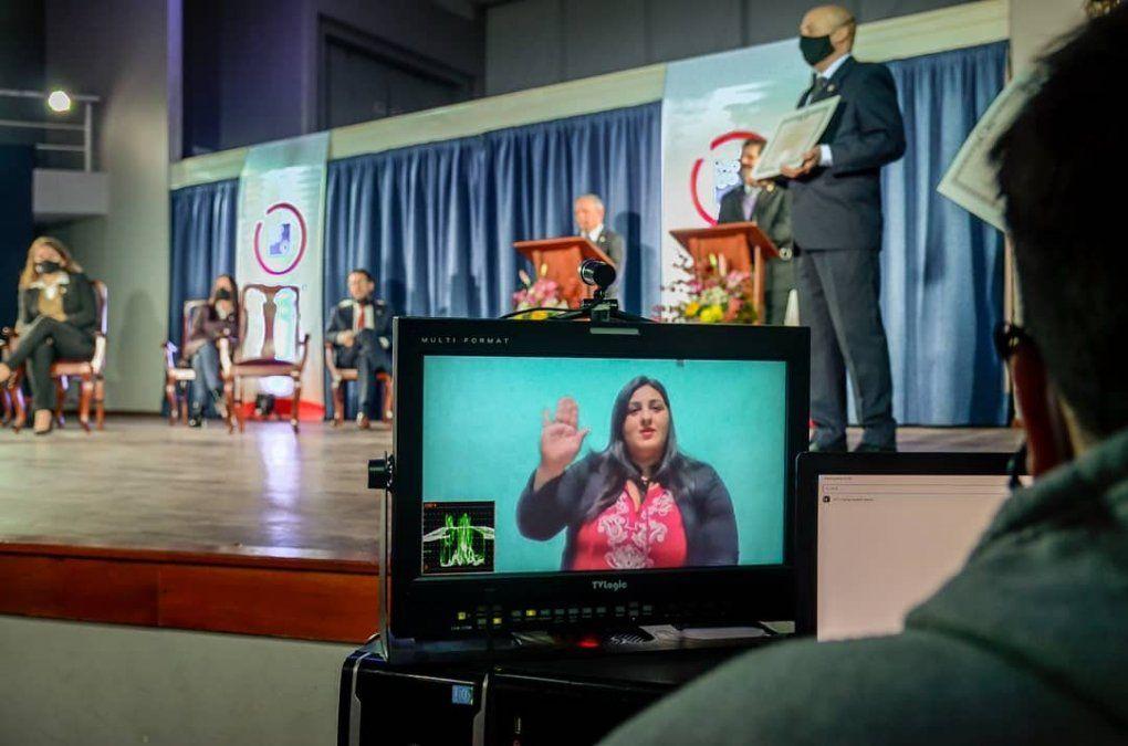 Más de 100 graduados recibieron su diploma de manera virtual