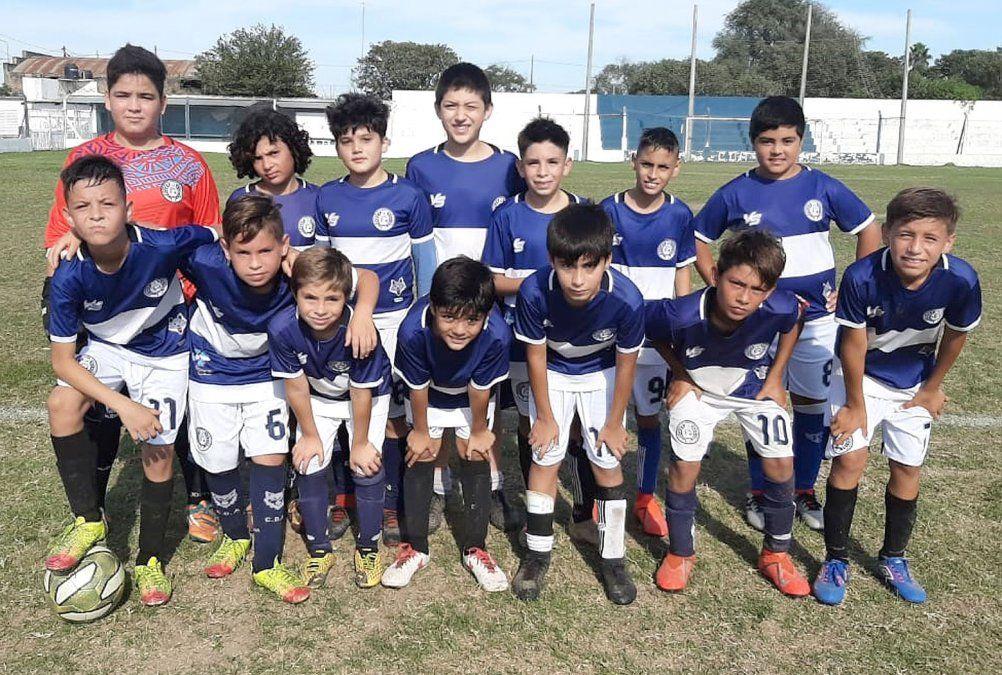 La novena división (clase 2009) de Argentino debutó en cancha grande y venció 1-0 a Rivadavia.
