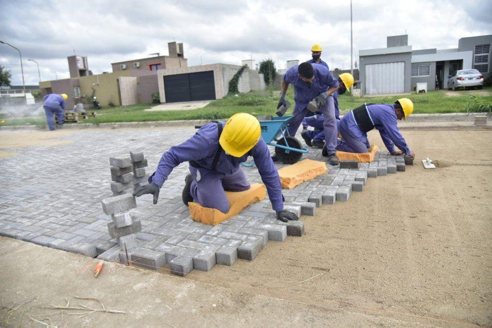 Se avanza en la obra de calle Buchardo que contará con 4.460 metros cuadrados de adoquines y 650 metros lineales de cordón cuneta.