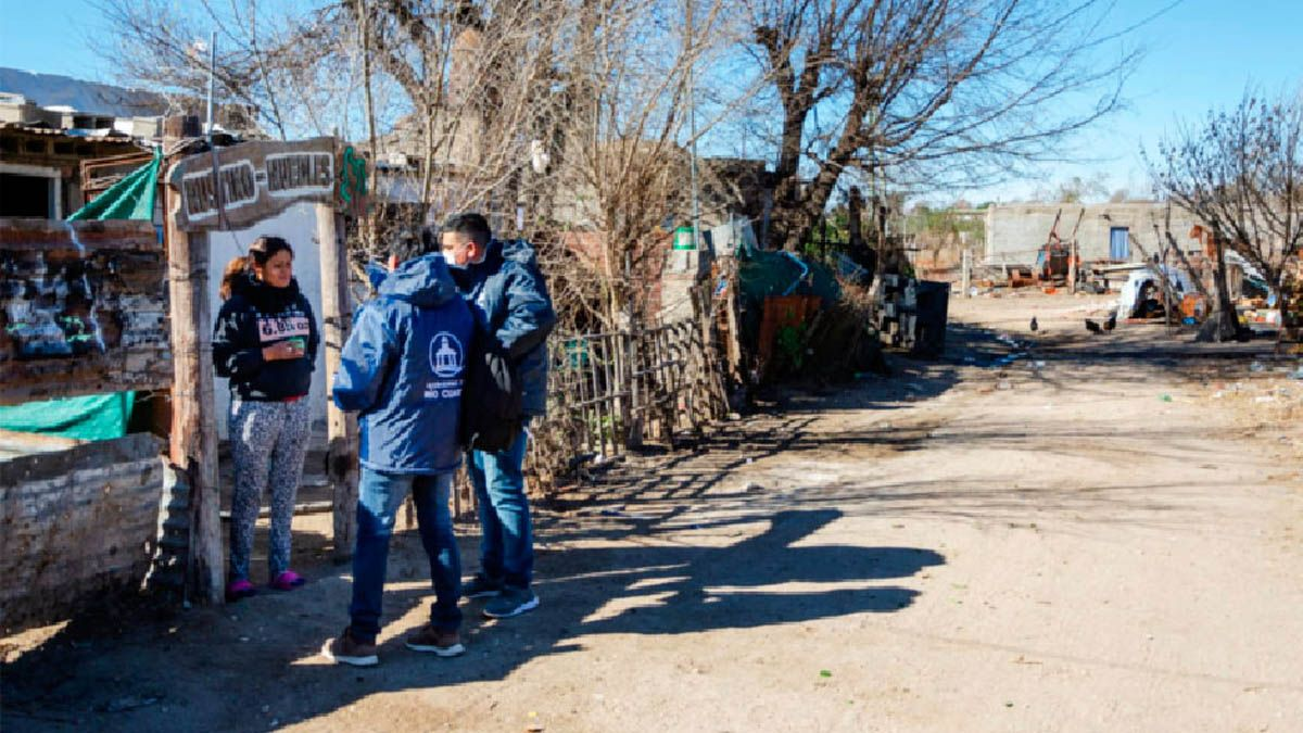 Rastrillan barrios vulnerables para reclutar vecinos que aún no se vacunaron.