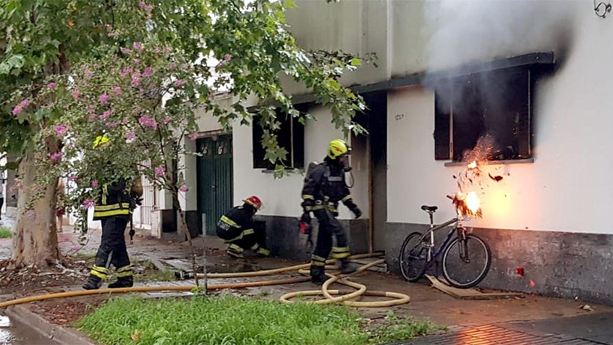 El incendio ocurrió en Sargento Cabral al 1000.
