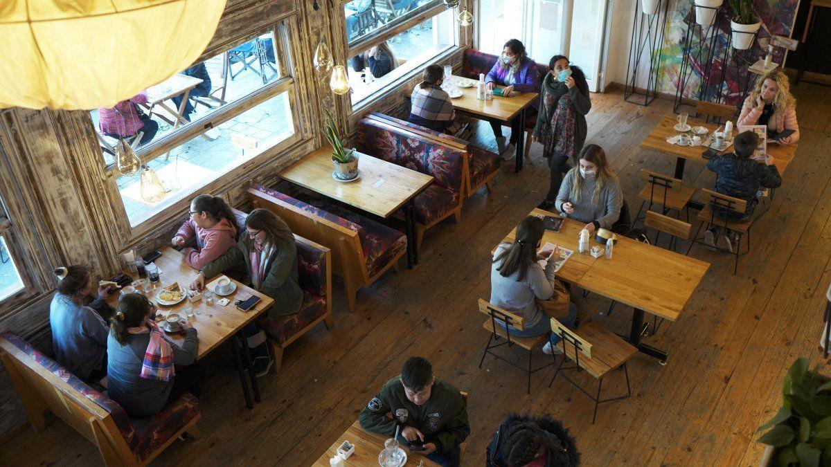 Los villamarienses pudieron ingresar nuevamente a los café y bares. El día acompañó para salidas familiares y de amigos.