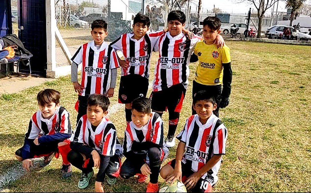 La categoría 2010 de Alem de Villa Nueva.