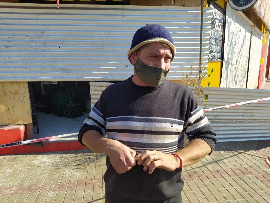 Pablo comenzó el lunes a las 8 con el trabajo en el local junto con varias personas que lo ayudaron.