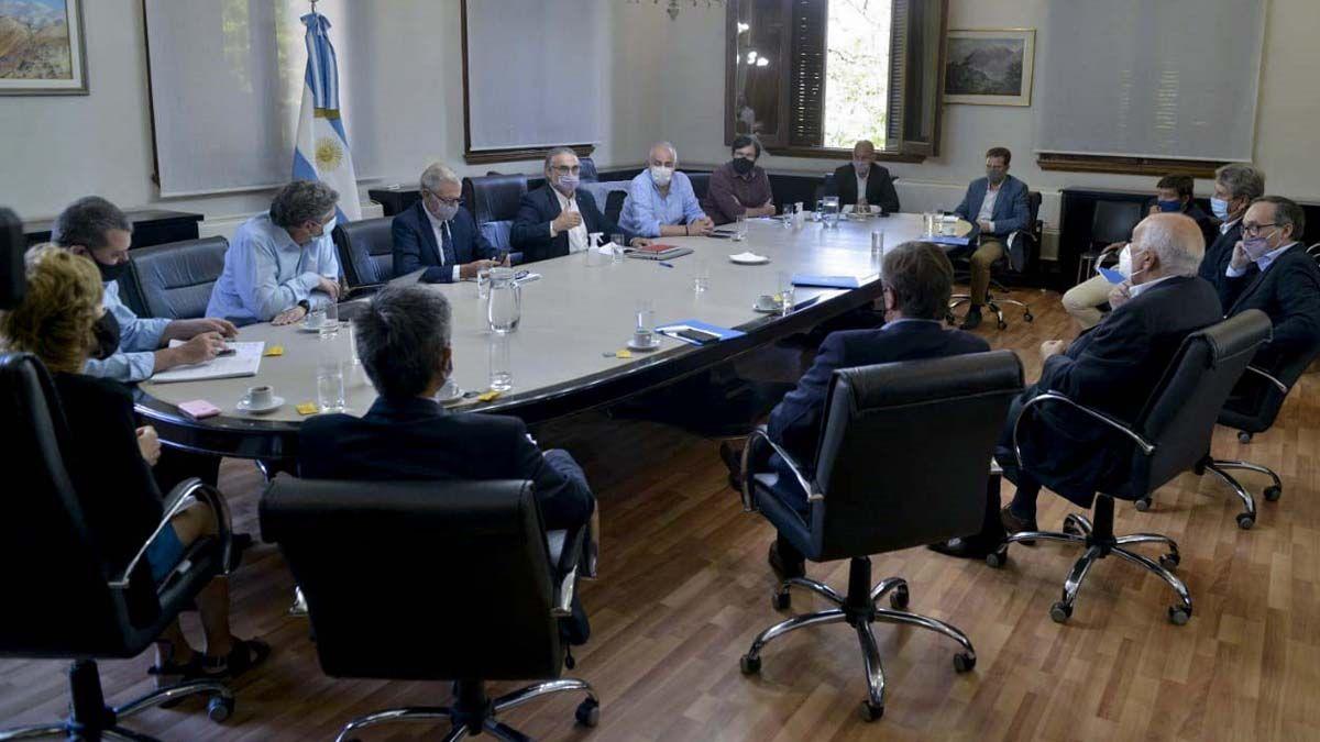 El ministro Basterra encabezó la reunión con el Consejo Agroindustrial.