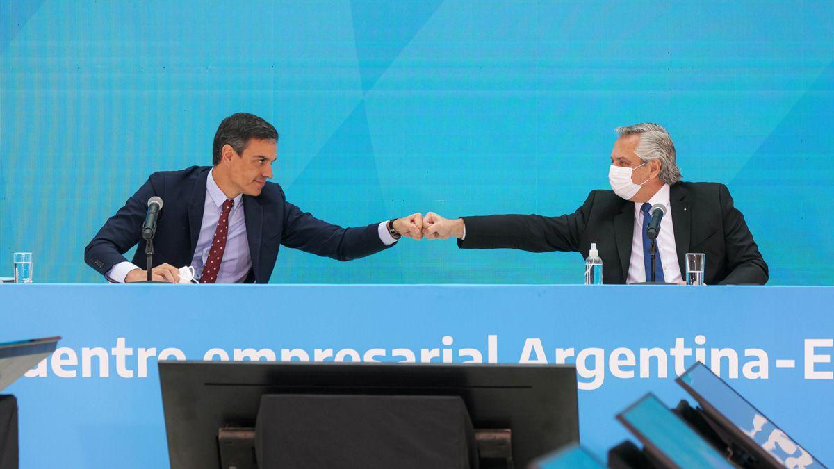 Fernández junto a Pedro Sánchez mantuvieron un encuentro con empresarios.