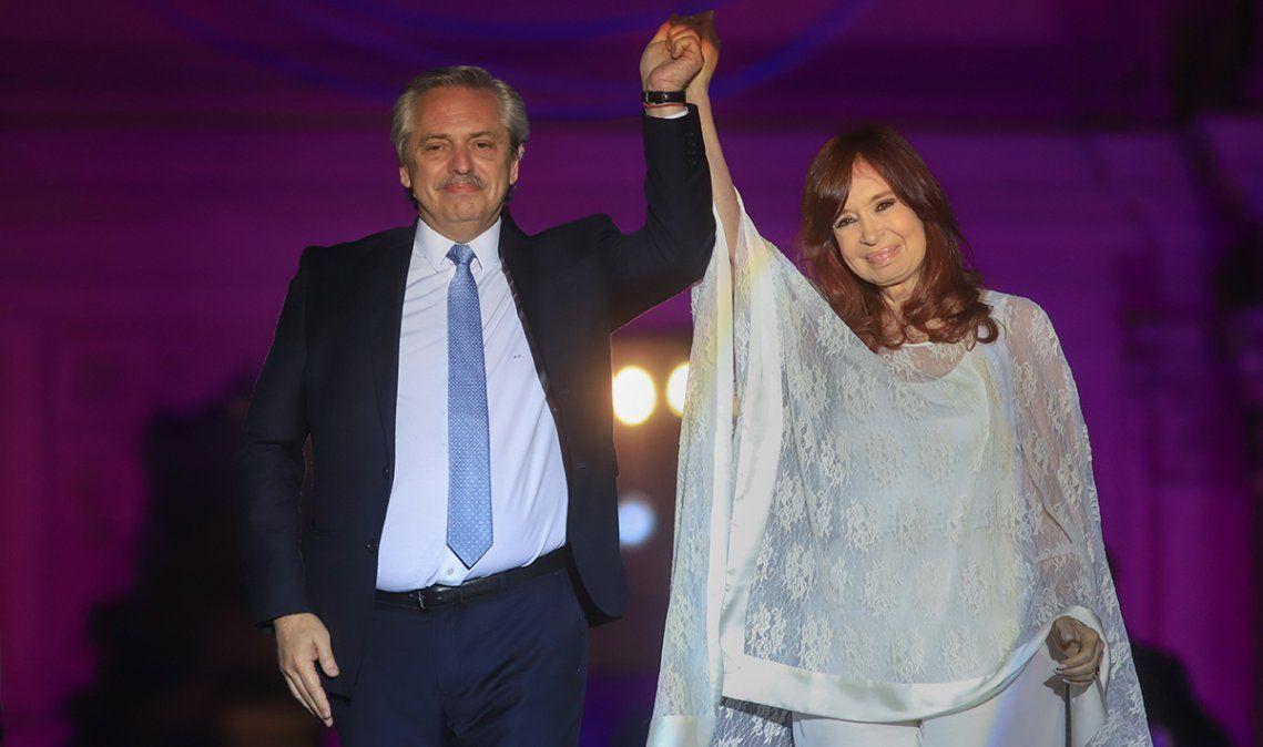Alberto Fernández y Cristina Kirchner encabezan el acto en Escobar.
