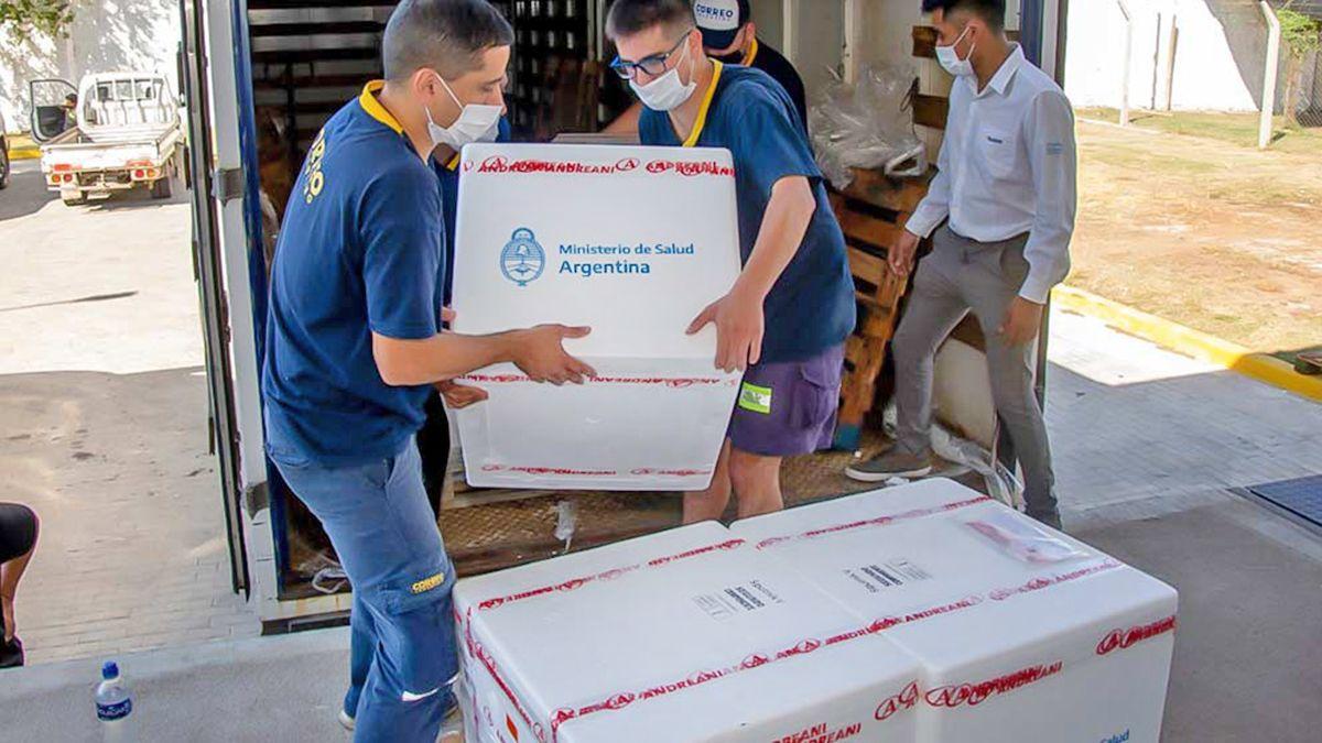 Llegaron otras 61 mil dosis a Córdoba: 50.800 Sinopharm y 10.200 Sputnik V.