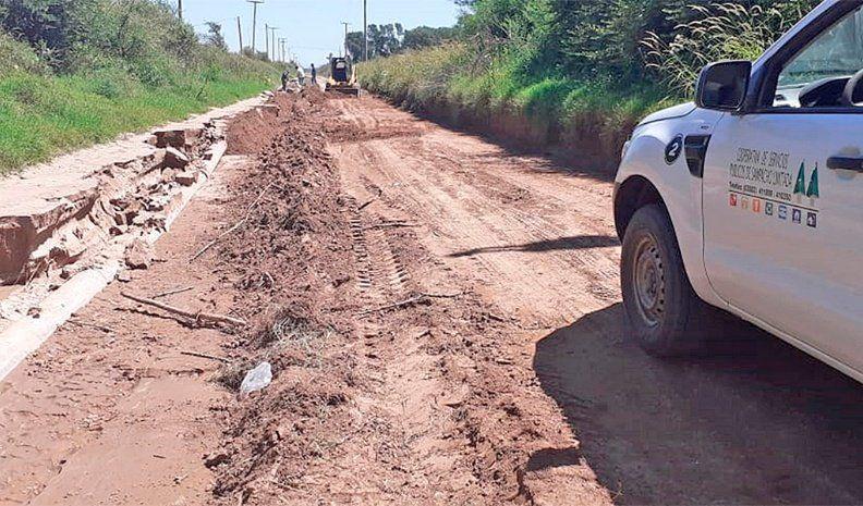 La erosión de un camino rural puso en riesgo el acueducto de Sampacho