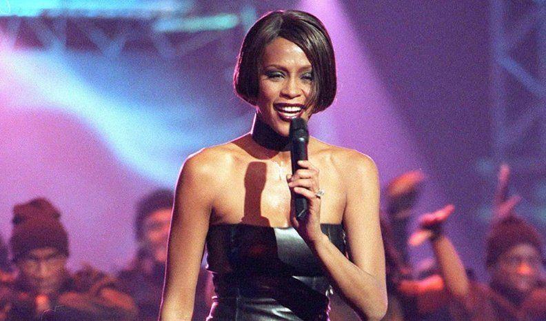 ¡Whitney regresó a los escenarios!