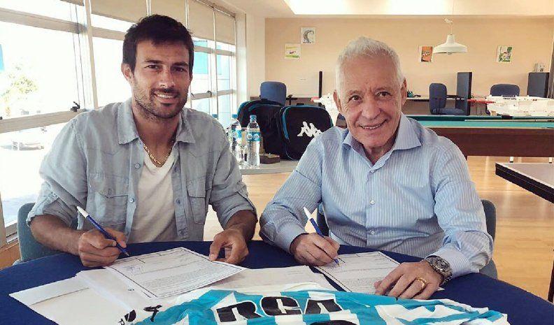 Cvitanich firmó con Racing y se despidió de Banfield con tristeza