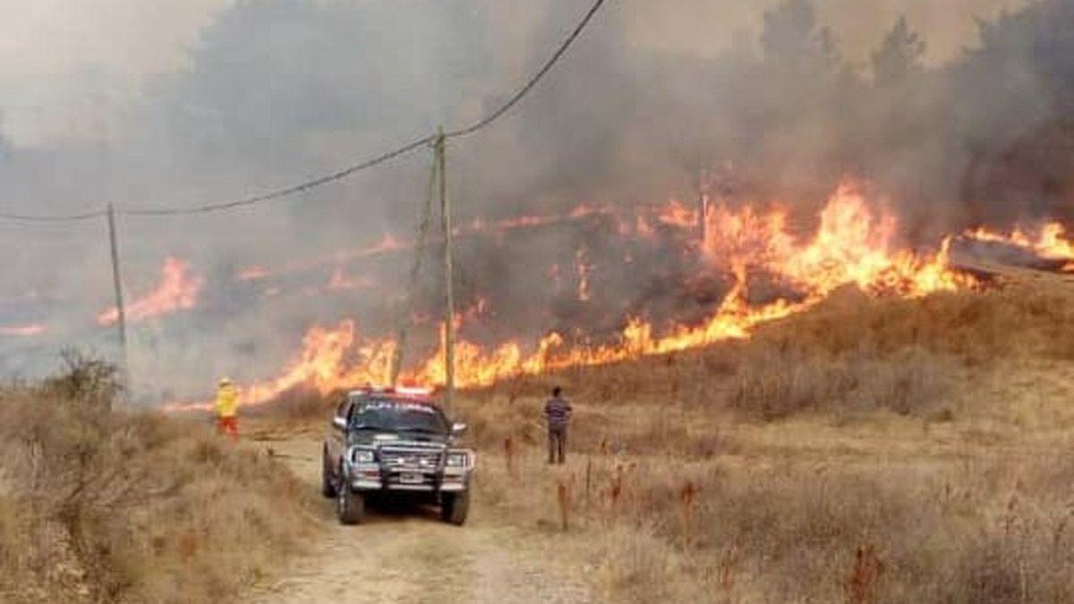 Tres cuarteles trabajaron para controlar las llamas en Alpa Corral.