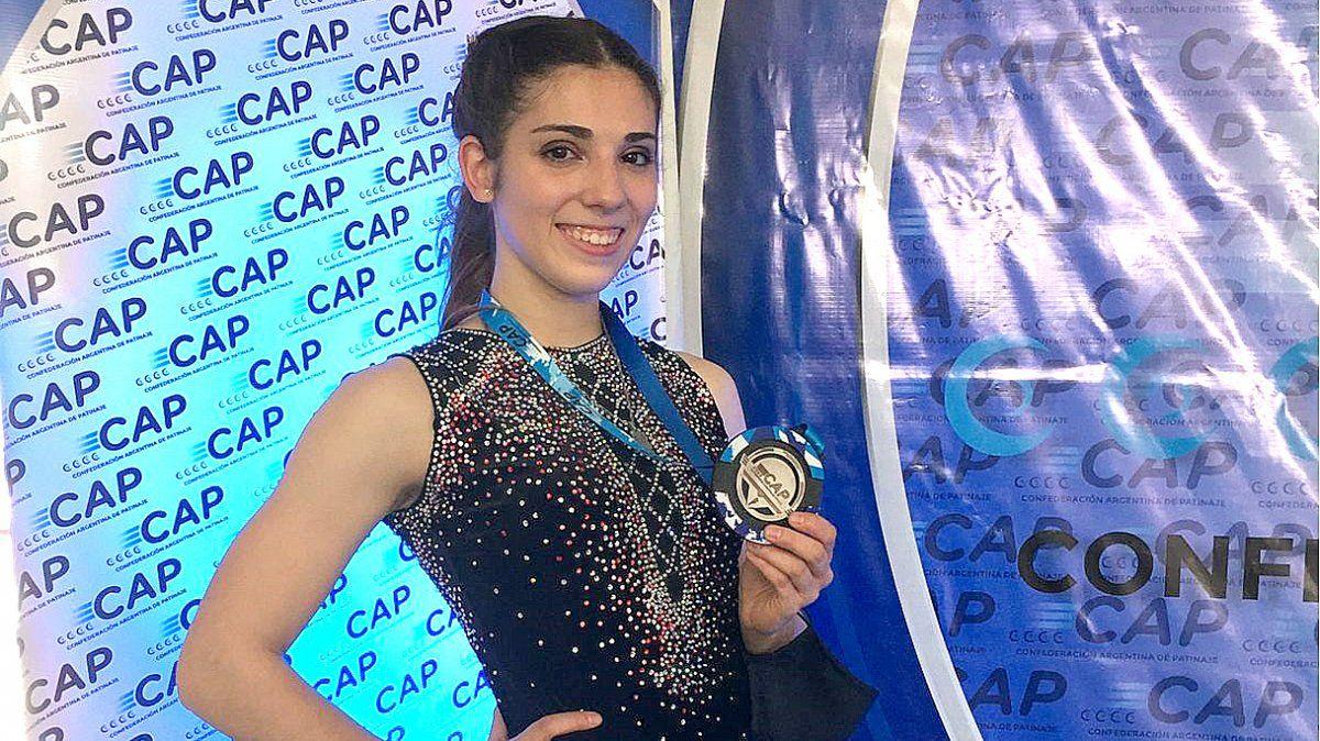 La medalla de plata nacional en manos de Camila Hubeli Gaspanello