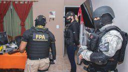 Tras 5 meses de investigaciones dirigidas por el Ministerio Público Fiscal, la Fuerza Policial Antinarcotráfico detuvo a 8 personas, realizó 12 allanamientos.