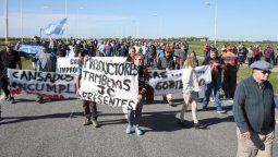 Productores cortaron la autopista en  reclamo de obras hídricas en la región