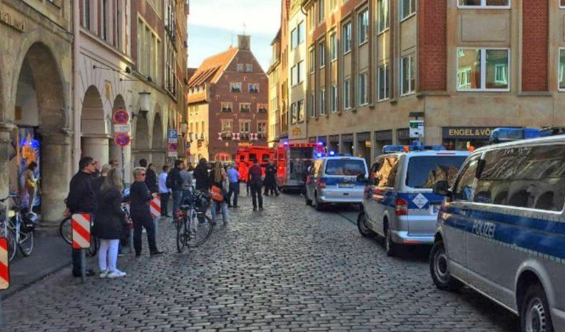 Al menos 4 muertos por un auto que arrasó peatones en Alemania