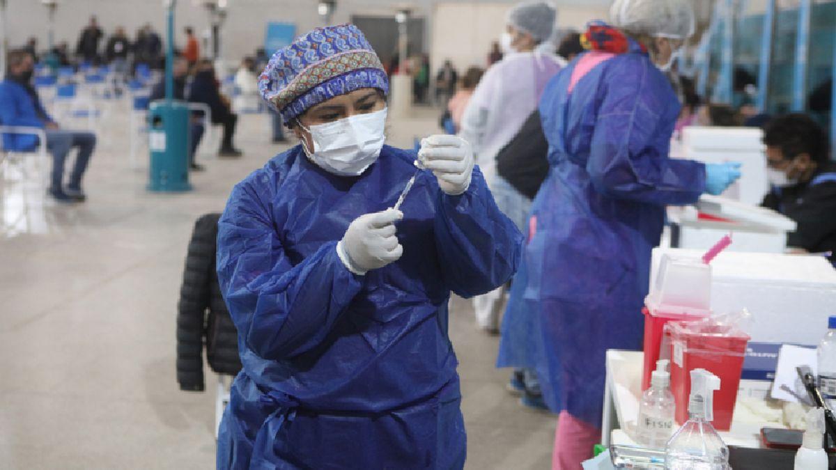 La ministra Vizzotti afirmó que se piensa en una norma para favorecer a quienes se vacunaron.