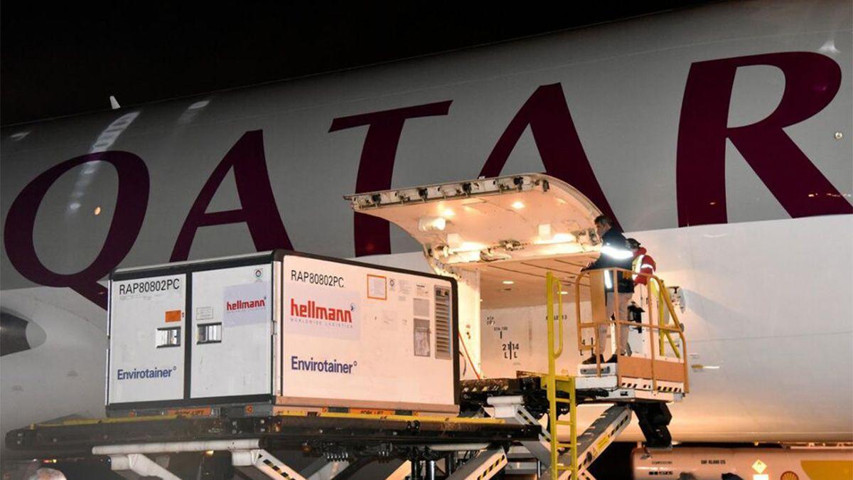Un nuevo cargamento con 570.000 vacunas Sinopharm arribó hoy al aeropuerto de Ezeiza.