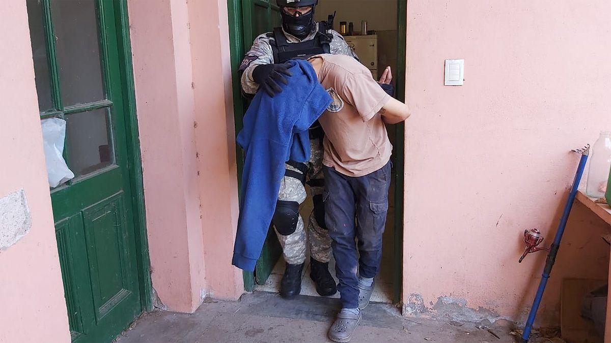 Uno de los detenidos en el procedimiento.