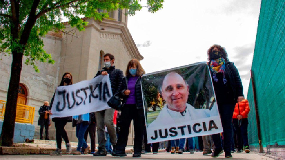 """El padre """"Coqui"""" Vaudagna fue asesinado a balazos después de ingresar con su camioneta a la casa parroquial."""