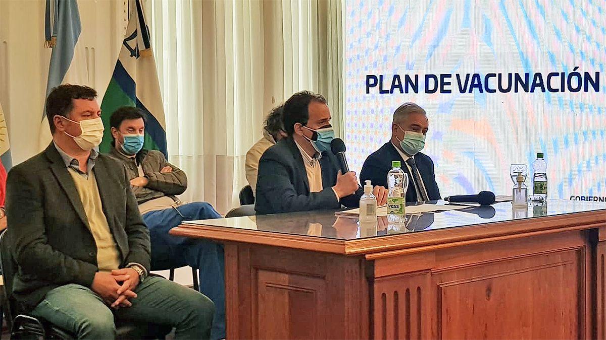 El Intendente encabeza esta mañana la presentación del informe epidemiológico del estado de situación sanitario en la ciudad. (Foto: Matías Tambone)