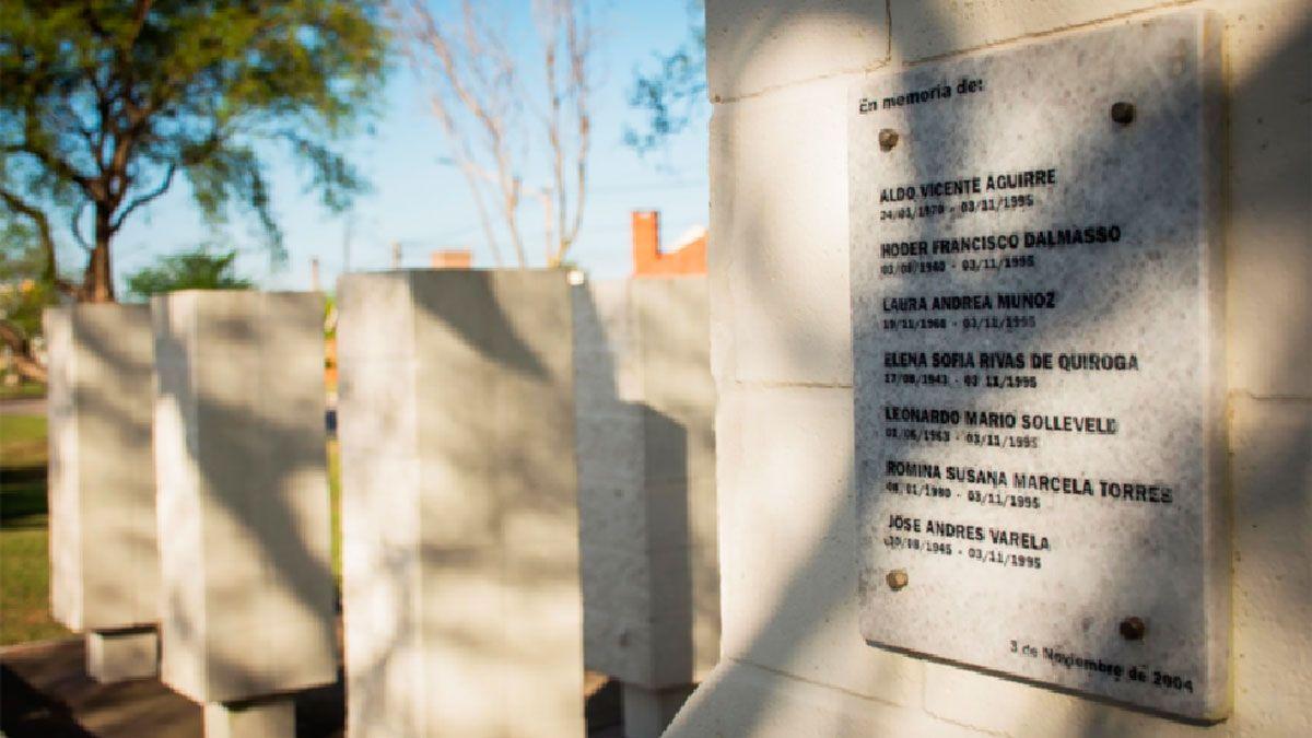 El monumento que recuerda a las siete víctimas fatales de la explosión.