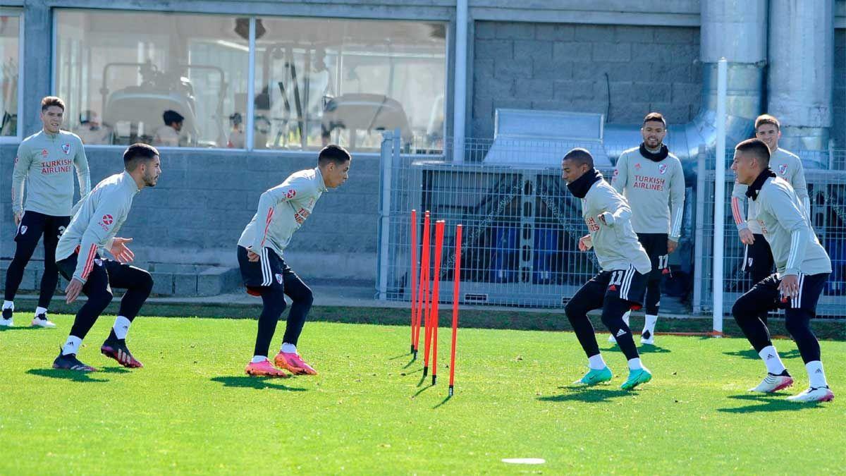 El plantel de River Plate entrenó ayer por la tarde y después quedó concentrado de cara al partido de hoy ante Argentinos Juniors.