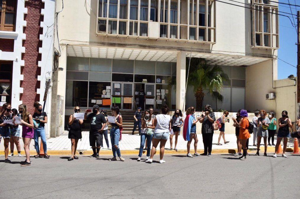 El grito pidiendo justicia de las mujeres y disidencias trascendió las puertas de Tribunales