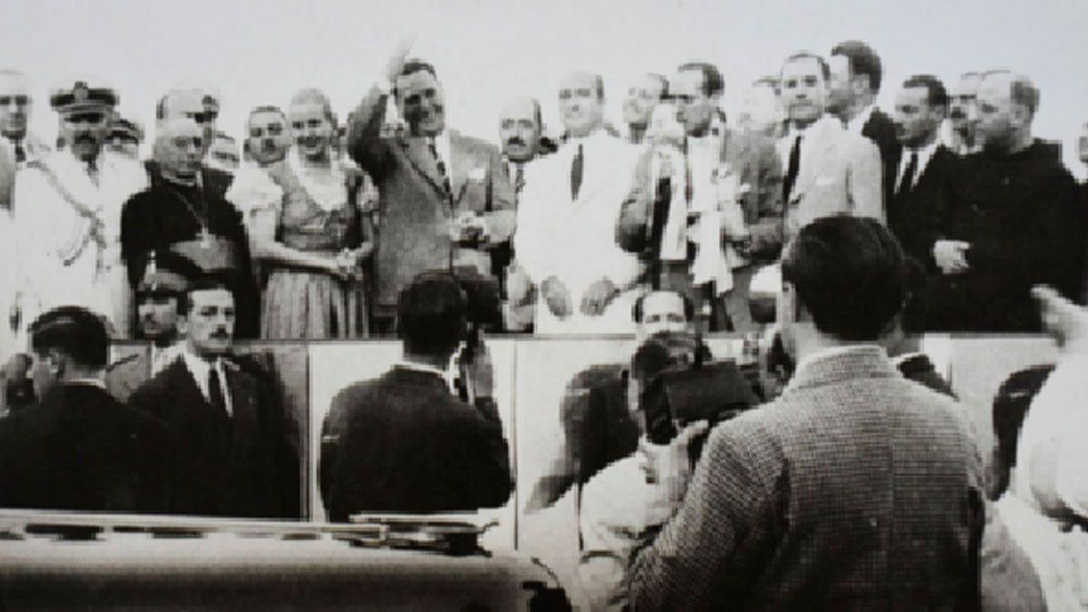 Juan Domingo Perón y su esposa Eva Duarte durante su visita a Río Cuarto en 1948.