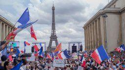 La medida había sido aprobada por un decreto de Macron, pero el Parlamento se enfrascó desde el martes pasado en una sesión maratónica para decidir si las convertía en ley.