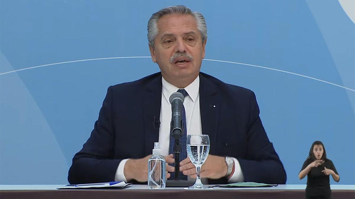 Fernández presenta un proyecto de promoción de inversiones hidrocarburíferas.