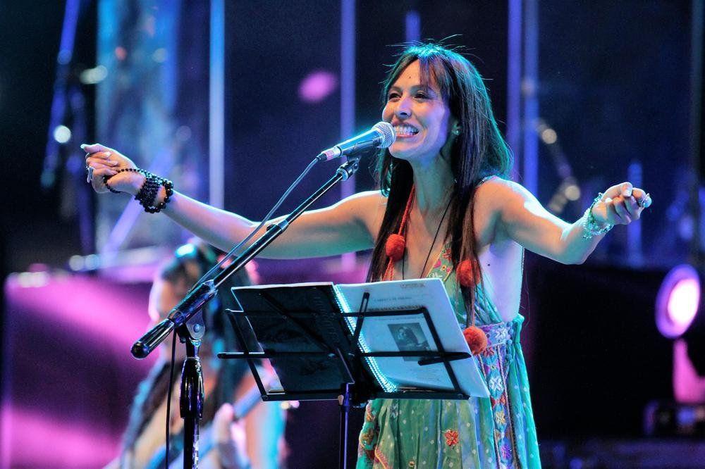 Roxana Carabajal se presentará junto a Juan Saavedra el viernes en la Explanada del Galpón Blanco.
