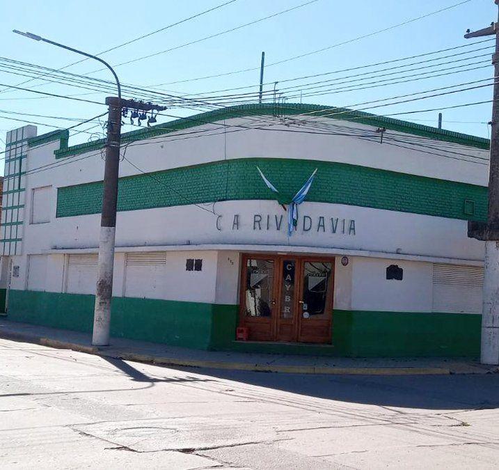 La fachada del Club Atlético Rivadavia de Arroyo Cabral. Una institución con rica historia.